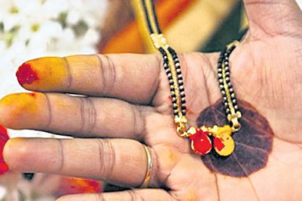 నల్లపూసలు ఎందుకు ధరిస్తారు? | Why wear nallapusalu | GRANTHANIDHI | MOHANPUBLICATIONS | bhaktipustakalu