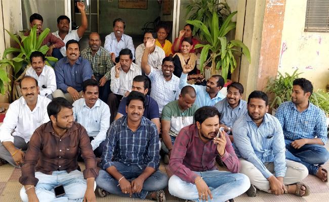 TSNPDCL Employees Serious On Transfers Late In Karimnagar - Sakshi