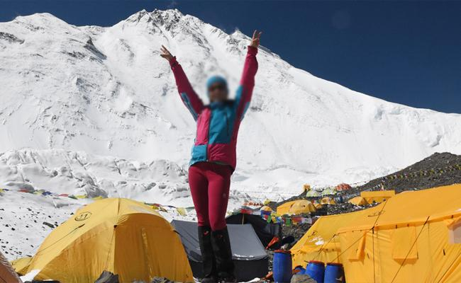 Climbers Turn Mount Everest into Mighty Dump - Sakshi
