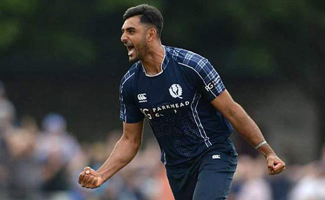 Ireland and Scotland play thrilling tied match - Sakshi