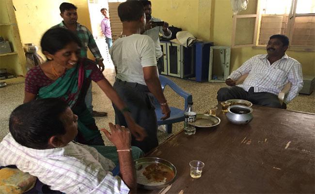 Alchohal In Bc Hostel..Students Protest - Sakshi