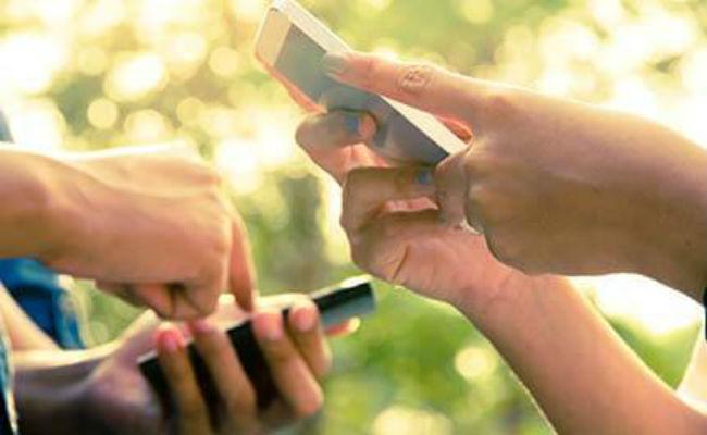 Jio : Rs. 799 Prepaid Plan Offers 6.5 GB Per Day Data - Sakshi