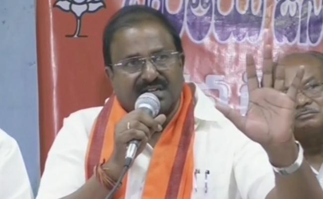 BJP MLC Somu Veerraju Fires On CM Chandrababu Naidu - Sakshi