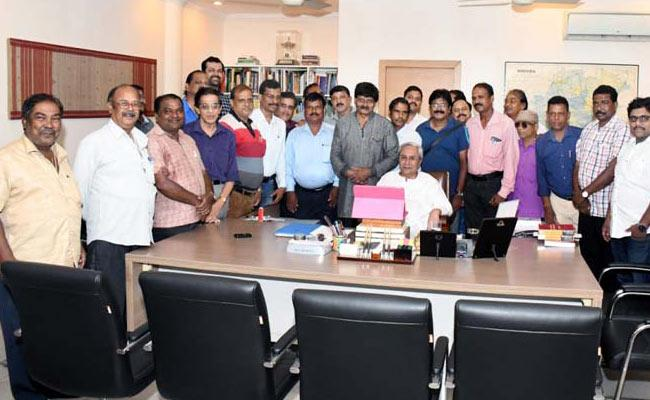 Thanks to the journalists for the Chief Minister - Sakshi