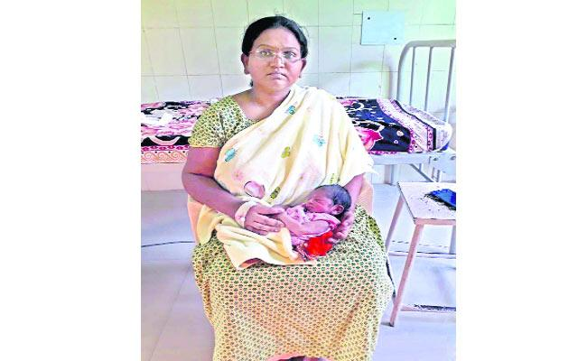 Physician delivery At the government hospital - Sakshi