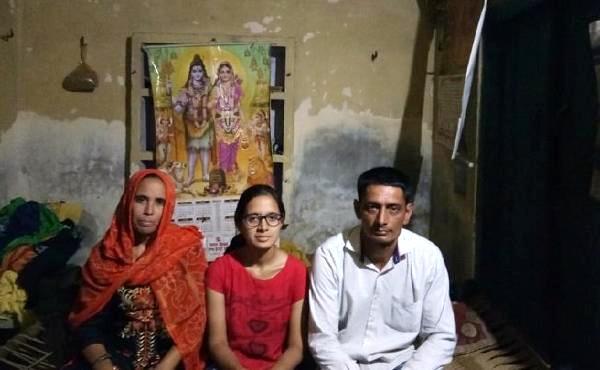 Tea Seller Daughter Gets Rs 3.8 Cr US Scholarship - Sakshi