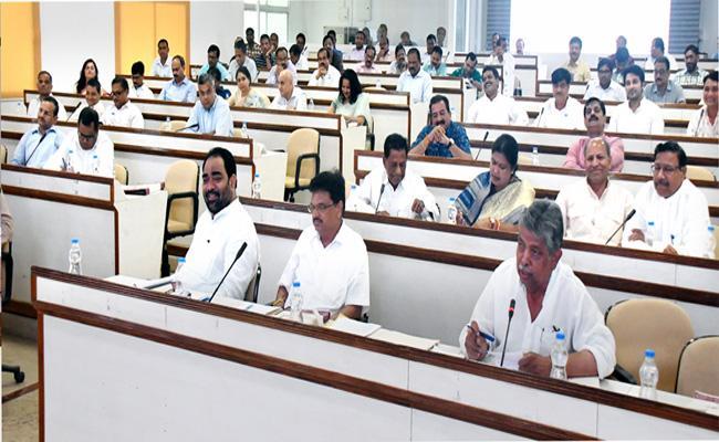 CM Naveen Patnaik Meeting On Disaster Management In Bhubaneswar - Sakshi
