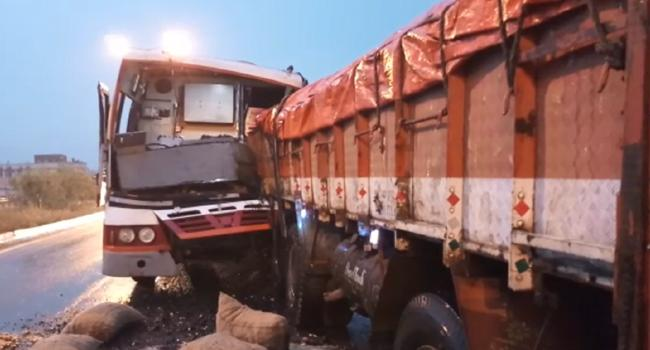 32 injured in RTC bus, Truck collision - Sakshi
