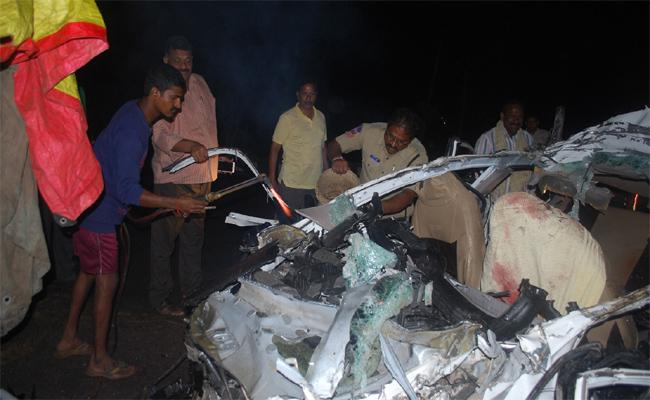 Road Accident In Sultanabad - Sakshi