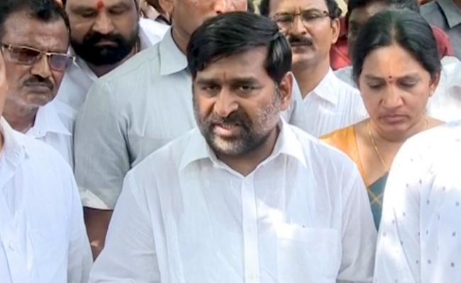 Jagadish Reddy Faces Bitter Experience At Vemulakonda Hospital - Sakshi