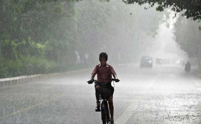 IMD Forecasts Little Bit Rainfall In Two Telugu States - Sakshi