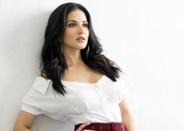 Sunny Leone falls sick, rushed to hospital - Sakshi