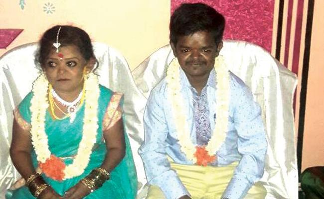 Dwarf Couple Wedding In Karnataka - Sakshi