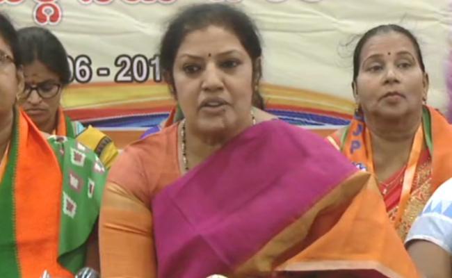 Purandeswari Slams TDP Over Polavaram Project - Sakshi