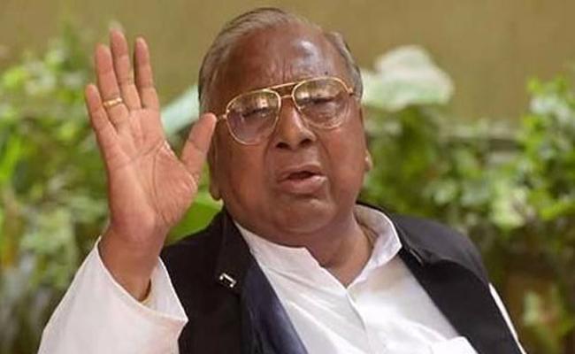 V Hanumantha Rao Slams Amit Shah And Modi - Sakshi