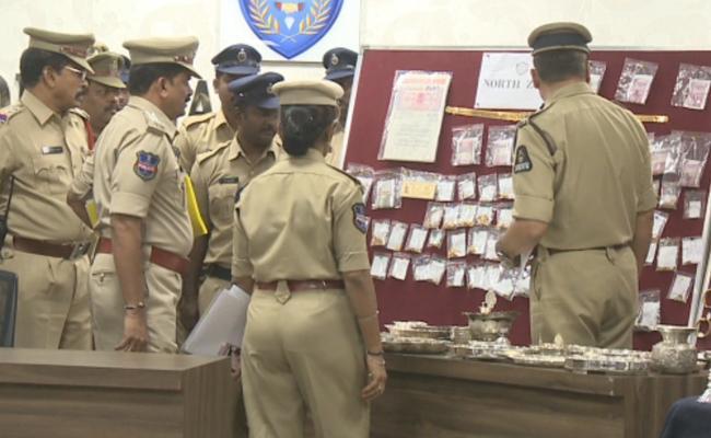 North Zone police Arrested theft Gang In Hyderabad - Sakshi