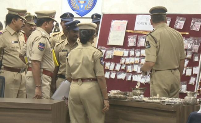 North Zone police Arrested theft Gang In Hyderabad - Sakshi