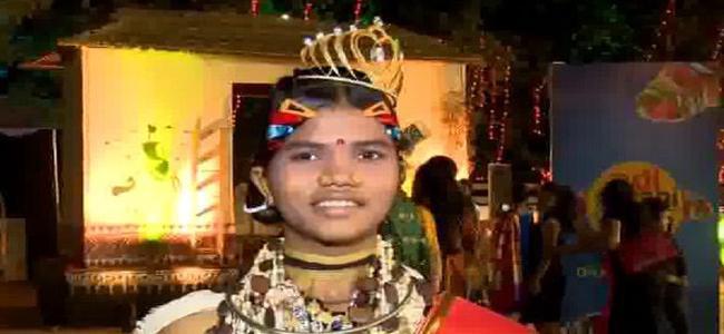 Odisha Woman Pallavi Darua Crowned As India First Tribal Queen - Sakshi