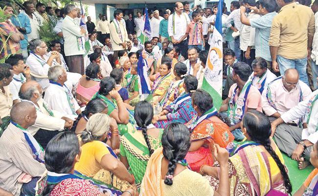 TDP Rowdyism On Dalits In Hanuman Junction - Sakshi