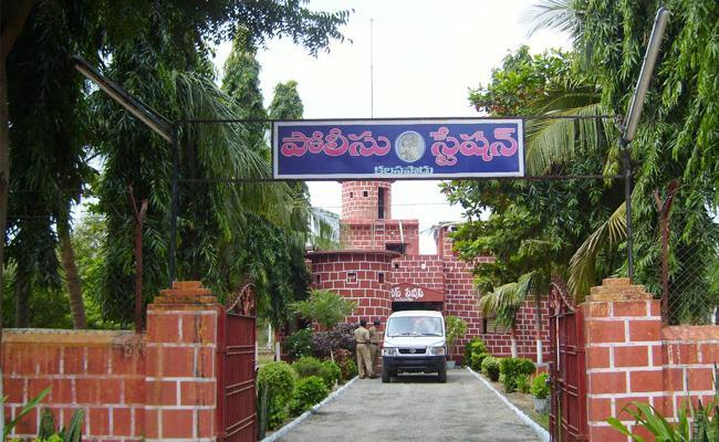 Kalasapadu Police Cant Recovery Stolen Money YSR Kadapa - Sakshi
