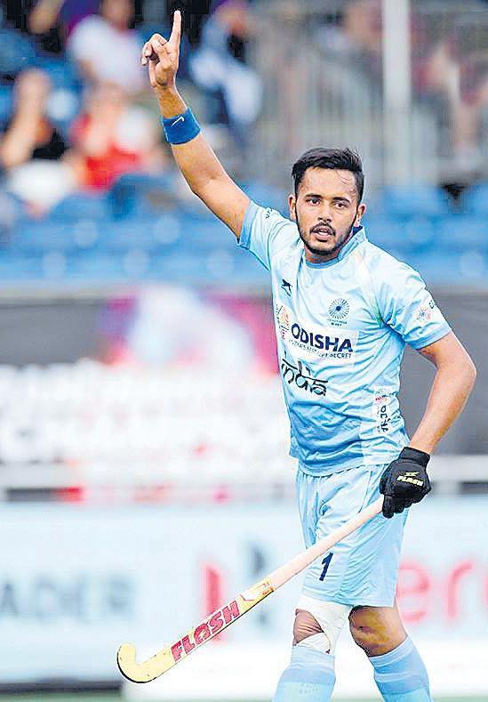 India concede late goal to draw 1-1 with Belgium in Champions Trophy - Sakshi