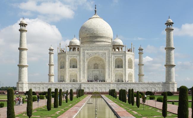 To Demolish Taj Mahal Azam Khan Invites Yogi Adityanath - Sakshi