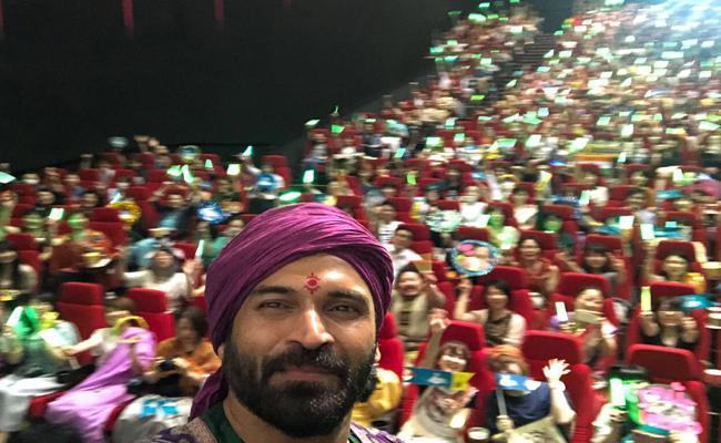 Subbaraju Craze In Japan At Baahubali 2 Screening - Sakshi