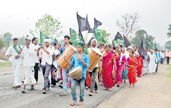 Adivasis Declare Self Governance Hoist Black Flags On Telangana Formation Day - Sakshi
