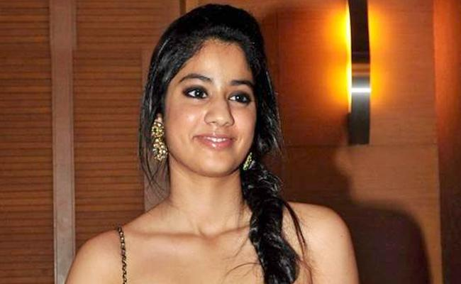 Heroine Jhanvi Kapoor Acts In Dhadak Bollywood movie - Sakshi