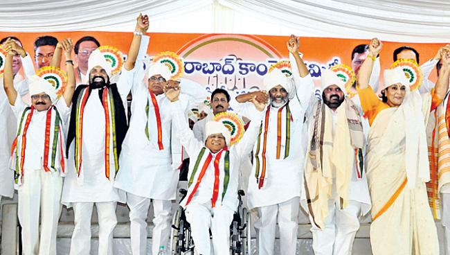 Congress Leaders Fires On TRS And CM KCR - Sakshi