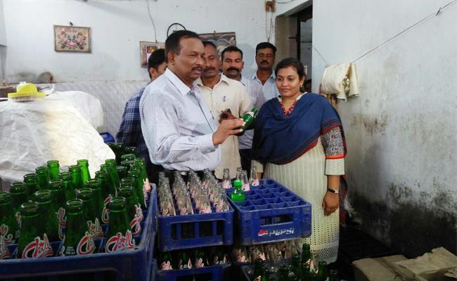 Vigilance Attacks On Cool Drink Centre In Visakhapatnam - Sakshi