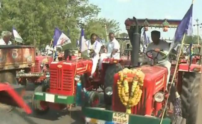 Farmers Rally Demanding To Build Rajoli Dam - Sakshi