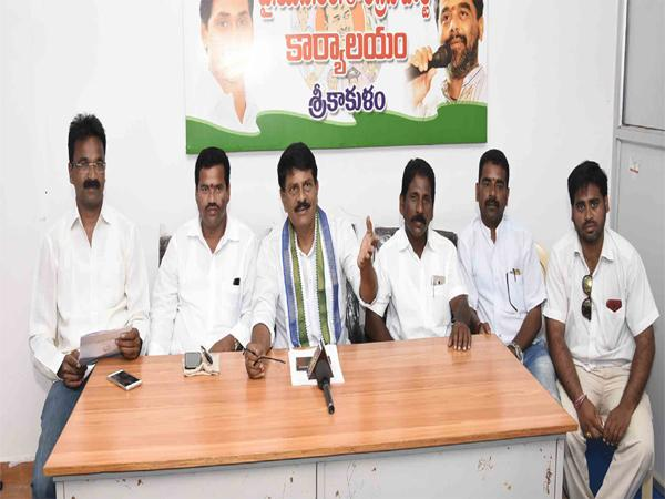 Give Rs 2000 To Unemployment Benefit - Sakshi