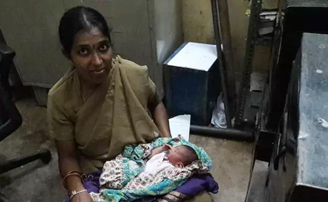 Bangalore Lady Constable Breast Feed Abandoned Baby - Sakshi