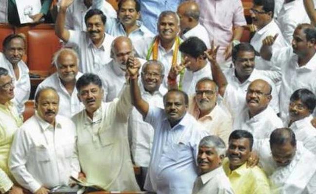 Karnataka Cabinet 12 Congress 9 JDS MLAs Taking Oath Today At Karnataka Raj Bhavan - Sakshi
