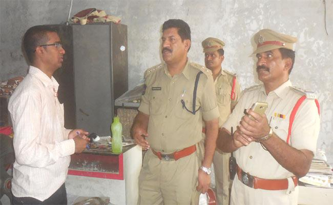 jewellery shop man lied to the police - Sakshi