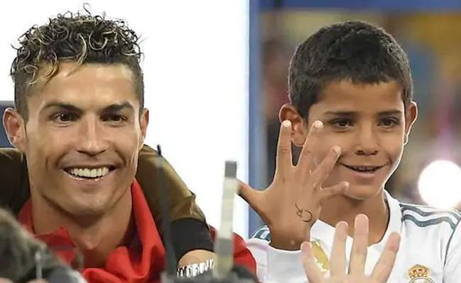 Cristano Ronaldo Stunned By His Son Game - Sakshi