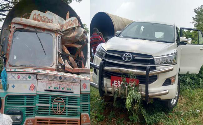 Telangana Speaker Madhusudhana Chary Escapes A lorry Accident - Sakshi