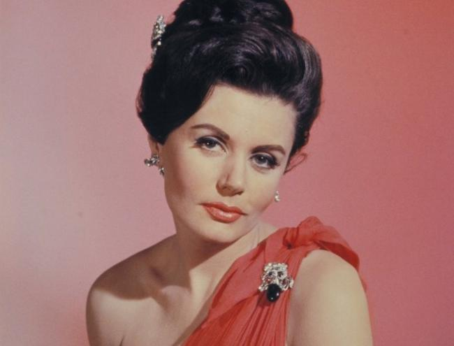 First James Bond girl Eunice Gayson dies at 90 - Sakshi