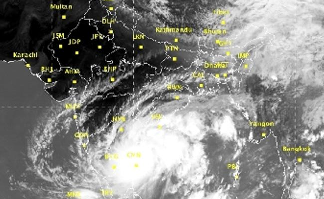 Southeast Monsoon Bay Of Bengal ​Heavy Rain In Next 24 Hours In Telugu States - Sakshi