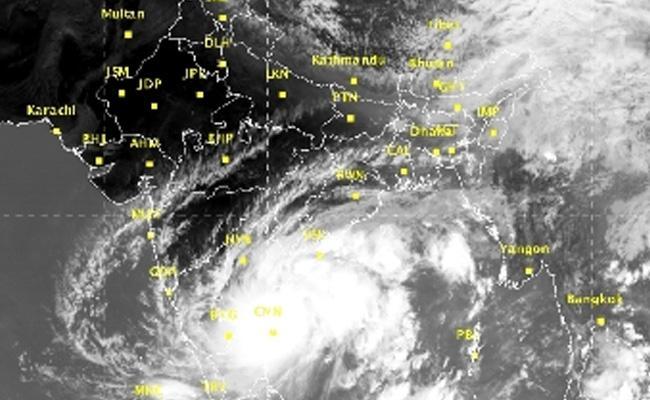 Southeast Monsoon Bay Of Bengal Heavy Rain In Next 24 Hours In Telugu States - Sakshi