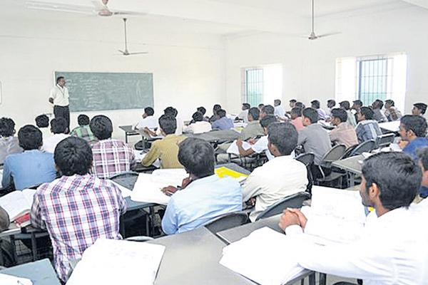 Over 12000 Engineering seats remain unfilled - Sakshi