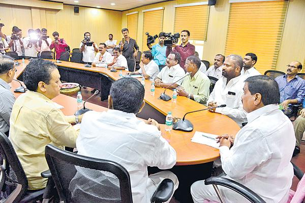 RTC unions to strike over pay revision - Sakshi
