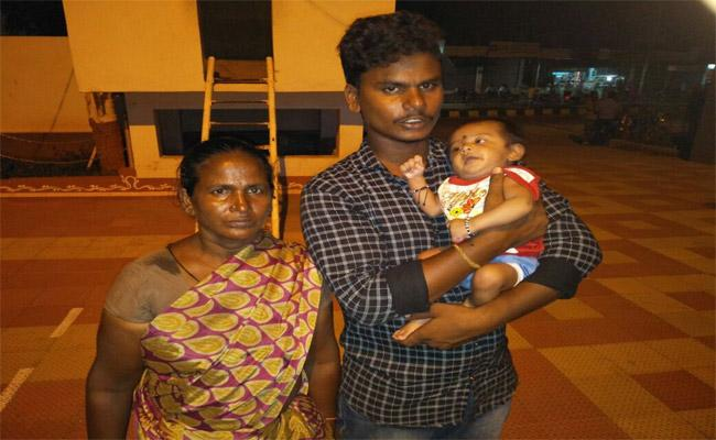 She Was Held Captive Hungry Child In Illendu - Sakshi