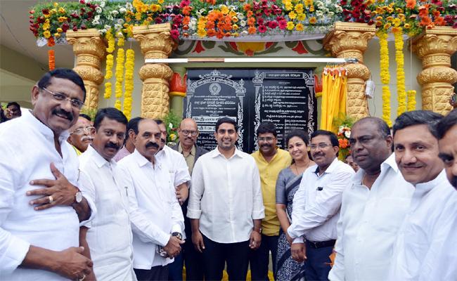 Nara Lokesh Tour Special Story In Kurnool - Sakshi