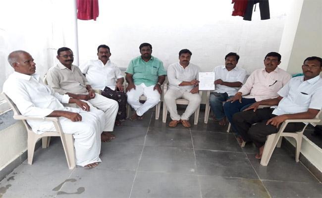 YSRCP  Leader Comments On Nara Lokesh  Kurnool - Sakshi