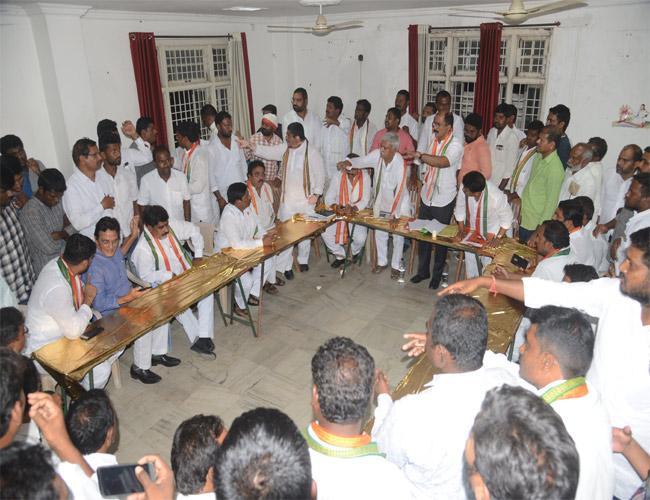 Jamili Elections Congress Leaders Tensions In Karimnagar - Sakshi