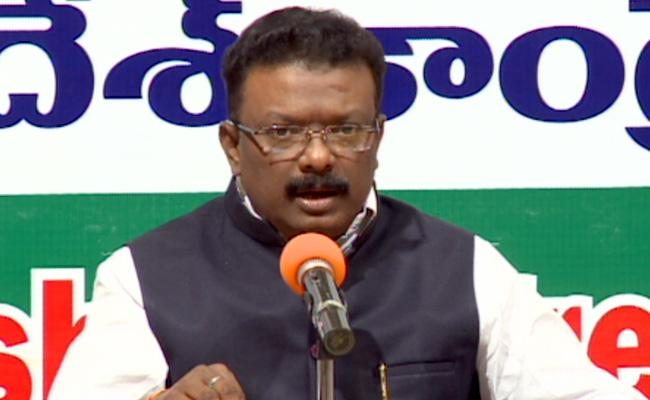 Congress Leader Dasoju Sravan Fires On TRS Government - Sakshi