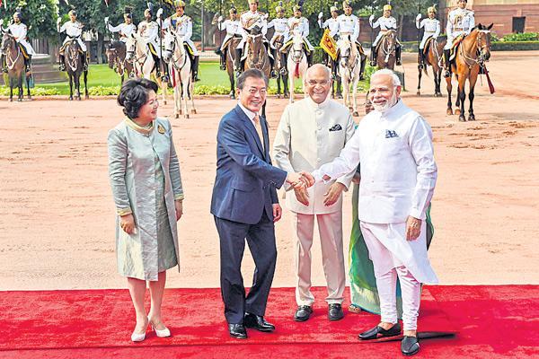 Modi, Moon Jae-in hold bilateral talks - Sakshi