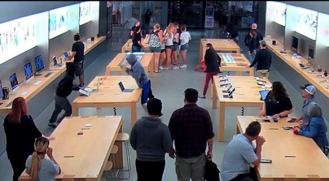 Roughly Rs 19 Lakh Worth Of Apple Products Stolen From Apple Store In Seconds - Sakshi